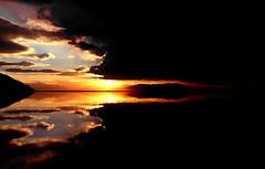 Following the sun .. (Vafa Nematzadeh Photography) Tags: reflection