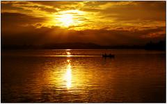 Vision... (rogilde - roberto la forgia) Tags: light lake love relax peace vision pace amore pusiano inlove serenità lagodipusiano rogilde robertolaforgia