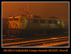 Comenzando la jornada (Powell 333) Tags: españa fog night train canon tren trenes noche grande spain rail railway trains valladolid leon powell campo railways león japonesa caf niebla mitsubishi maquina máquina fogg castilla ferrocarril renfe castillaleón 084 japo 269 adif ffcc mercancias operadora mercancia castillaleon aislada renfeoperadora renfemercancias valladolidcampogrande renfemercancías 269084 máquinaaislada maquinaaislada