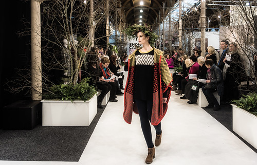 SONIA REYNOLDS PRESENTS HER SELECTION OF THE BEST OF IRISH FASHION- REF-101320
