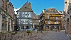 Un dimanche d'hiver  DINAN, Bretagne, France (claude.lacourarie) Tags: france maisons sony bretagne dinan colombages anciennes pansdebois cotesdarmor nex6