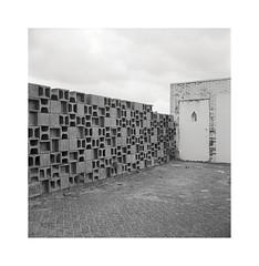 funky wall (ha*voc) Tags: urban bw 120 6x6 tlr film mediumformat square zandvoort urbanfragments id11 rolleiflex35f carlzeissplanar75mmf35