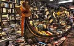 La Libreria piu bella d'Italia (fotopierino) Tags: libreria venezia italia fotopierino libri acqua alta hdr canon 24105 bella gondola venice book
