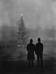 Trafalgar Square (Leonard Bentley) Tags: uk london norway smog trafalgarsquare christmastree nationalgallery metropolitan 1952 peasouper norwayspruce canonrow policeconstables cannonrow