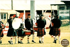 Pipe Band Christchurch 1988 V1.9-tweed jacket photos (The General Was Here !!!) Tags: christchurch scotland photo pix kilt 1988 scottish marching kiwi kilts 1980s piping drill pipers chanter pipeband drones kiwiana scottishmusic inuniform addingtonshowgrounds scottishmusichighlandmusic