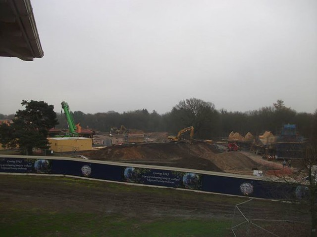 29/11/14 - A look across the construction site.