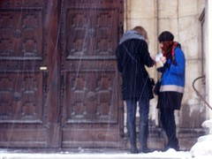 Ludwigskirche (wolfgraebel) Tags: schnee winter girls snow storm church students munich mnchen wind eingang kirche snowing portal tobacco tabak rolling entry zigaretten twosome sturm drehen