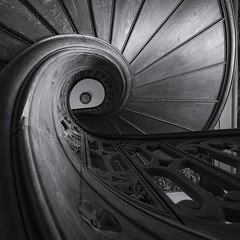 Snail (klickertrigger) Tags: wood white black abandoned stairs decay staircase holz weiss schwarz verlassen treppen treppenhaus verfall weis