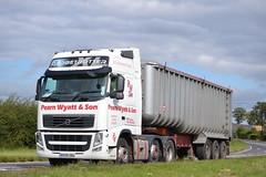 Volvo FH 'Pearn Wyatt & Son' reg BX09 DBU (erfmike51) Tags: lorry artic volvofh bulktipper pearnwyattsons