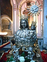 """""""Virgin with Child"""", so-called """"Madonna dell'Arco"""" (=Virgin of the Arch) - silver - Naples, Cathedral (* Karl *) Tags: silver cathedral naples virginmary madonnadellarco"""