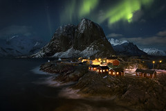 Warm Home (Ral Podadera Sanz) Tags: travel red sea mountains norway landscape lofoten auroraborealis artico cabins northenlights hamnoy iartic