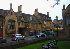 High Street, Chipping Campden (tmvissers) Tags: park uk england bus bench hotel 22 cotswolds highstreet chipping campden noelarms
