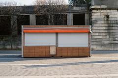Cerrado (Rodrigo Piedra) Tags: paris closed cerrado kiosco