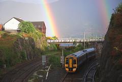 Trèan (Màrtainn) Tags: regenboog arcoiris train scotland highlands rainbow alba railway scotrail escocia arcoíris arcobaleno alban szkocja escócia schottland westerross pelangi schotland ecosse regnbue lochalsh scozia sateenkaari tęcza skottland rossshire enfys regnbåge skotlanti regnbogi skotland kyleoflochalsh ortzadar arcdesantmartí duha broskos caollochaillse радуга curcubeu szivárvány escòcia skócia mavrica reinbôge веселка vikerkaar albain дъга iskoçya шотландия gökkuþaðý rawtherapee σκωτία dúha vaivorykštė 158705 boghafroise lochaillse ουράνιοτόξο gàidhealtachd reënboog rathadiarainn taobhsiarrois siorramachdrois scoţia kanevedenn trèan boghabáistí kaoduga varavîksne arvedávgi