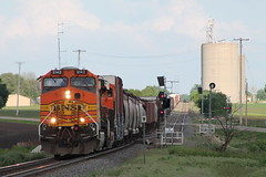 BNSF 5142 (CC 8039) Tags: illinois elevator grain trains searchlight signal bnsf chana ac44cw es44ac