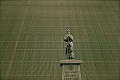 Centenaire 14-18 (JDAMI) Tags: blue france monument nikon battle front bleu tamron 1418 picardie uniforme spia morts stle somme d600 fusil 2470 grandeguerre tles netb hautepicardie batailledelasomme estresdniecourt
