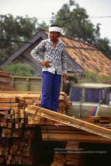 Jakarta, Sunda Kelapa, worker (blauepics) Tags: indonesien indonesia jakarta city stadt sunda kelapa worker arbeiter man mann indonesian indonesischer work arbeit 1991