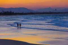 Time to go home (Masa_N) Tags: byronbay australia beach people winter seashore dusk water waves walking seaside reflection evening sand sea newsouthwales  au