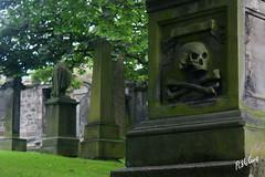 Cementery (Pablo Cruz Espada) Tags: tumbas lpidas cementerio cementery graves grave graveyard stcuthbertschurch stcuthbertschurchgraveyard edinburgh edimburgo scotland escocia pablocruz calavera skull
