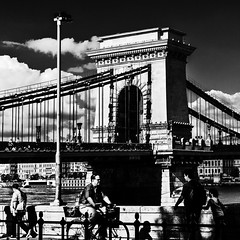 Budapest - Chain Bridge 17_08_16 (Alessandro Dozer Fondaco) Tags: budapest city citt ponte catene chain bridge szechenyi lancid street persone people bianco black bw bn nero white snapshot istantanea
