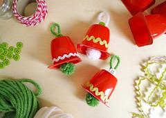 PAP • Sininhos de Natal de Danoninho (Ateliê Bonifrati) Tags: christmas cute natal diy craft reciclagem pap christmasbell danoninho passoapasso bonifrati littlebells