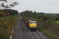 081 on Portlaoise-Northwall CWR train at Kearneystown bridge 08-Sept-12 (metrovick) Tags: railroad railway irishrail emd iarnrodeireann 081 jt22cw longweldedrailtrain ie071class ie081 kearneystownbridge pwdtrain