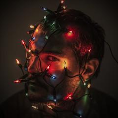 week 46/52: trapped by Christmas [the unwanted Christmas, part 1] (ponzoosa) Tags: christmas light happy navidad relatives felicidad hypocrisy familiares selfie hipocresa farsa 52weeks crtica