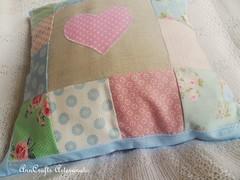 Almofada Corao III (AnnCrafts Artesanato) Tags: heart linen amor pillow corao patchwork tilda decorao almofada linho