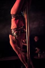 Renversante (zanyman) Tags: woman femme barre mouvement poledance paillettes lenvers
