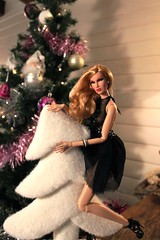 Dasha is playing (Nikola Doll) Tags: christmas jason toys always wu dasha polished integrity fr2 fashionroyalty