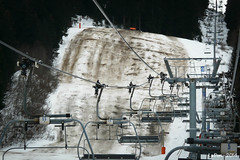 Plus beaucoup de neige.... (La Pom ) Tags: ski alpes terre neige piste combloux