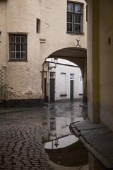Callejones y charcos en Brujas, Blgica. (www.rojoverdeyazul.es) Tags: rain puddle lluvia alley belgium brugge bruges autor bueno brujas lvaro blgica callejn charco