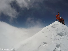 005-hans i jo al Cim-Arjun (ferran_latorre) Tags: nepal summit alpinismo montaa makalu cumbre ferranlatorre cat14x8000 hanswenxl arjunvajpai boyanpetrov