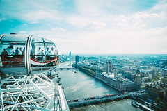 London's architecture - London eye (thendele) Tags: uk houses england london westminster thames skyline architecture londoneye bigben architectural gb architektur westminsterbridge hochhaus themse huser palaceofwestminster wolkenkratzer greaterlondon vereinigtesknigreich londonvonoben
