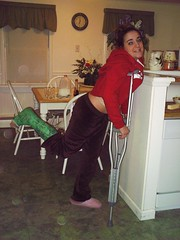 x2xstar_candice09 (cb_777a) Tags: usa broken foot toes leg cast crutches ankle