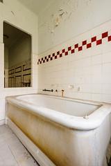 20160327-FD-flickr-0004.jpg (esbol) Tags: bathroom shower ceramics sink bad toilet toilette bathtub badewanne urinals pissoir keramik dusche waschbecken kloschssel kloset