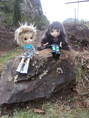 No meio do caminho tinha uma pedra (MariMahe) Tags: brasil dal mg blythe monomono serradaìedade