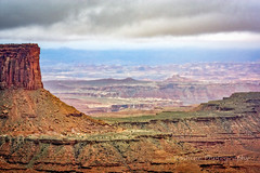 Shades of Red and Green (Roshine Photography) Tags: clouds landscape utah us moody unitedstates outdoor canyonlandsnationalpark moab mesa pentaxk3ii 2016utahtrip