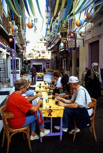 """Ägypten 1999 (217) Im Suq von Luxor • <a style=""""font-size:0.8em;"""" href=""""http://www.flickr.com/photos/69570948@N04/28166459225/"""" target=""""_blank"""">View on Flickr</a>"""