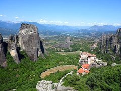 Greece (bogdan_de_varsovie) Tags: europe europa grecja greece meteory meteora krajobraz landscape sceneria scenery dkay rocks outdoor hill mountain gra mountainside rock skaa formation rockformation cliff