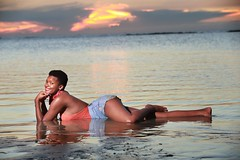 DP1U8794 (c0466art) Tags: lovely princess sao tome mayla pretty smile beautiful sunset momemt colorful golden sea reflection nice pose action weat africa small country outdoor portrait light canon 1dx c0466art