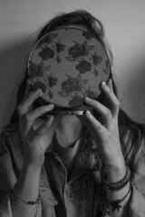 J123/365 -  fleur de peau (clementine.gras) Tags: flowers portrait autoportrait faceless 365 visage sans