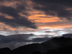 Entardecer no Caraça (Johnny Photofucker) Tags: sunset cloud mountain minasgerais clouds nikon tramonto nuvole pôrdosol nuvens nuvem montagna montanha entardecer caraça p530