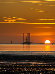 Humber Estuary Sunset (Mister Electron) Tags: sunset river landscape warm orb estuary humber eastyorkshire fossilfuel spurnpoint humberside riverhumber gasplatform humberestuary fujifinepixs9500