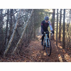 Another shot from yesterday's black run shred.  Photo credit @lonewolfcycling #weavercycleworks #custombicycles #rideinthepines