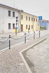 488 (Stadtromantikerin) Tags: street italien blue italy yellow buildings europa europe blau strase