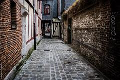 Ruelle - Rouen (Pierre Fauquemberg) Tags: rouen normandie historique colombages vieilleville mdival hautenormandie pierrefauquemberg