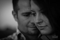Sascha und Evelyn (Jens Herrmann) Tags: portrait love outdoor sw monochrom liebe stimmung personen prchen abendlicht schwarzweis anschnitt sinnlich zeitundlicht