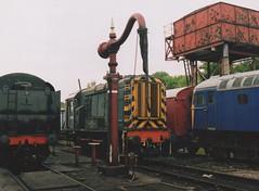 "Stored Class 08, D3420 & Class 33/0, 33046 (37190 ""Dalzell"") Tags: blue green br scrap rods ee mrc withdrawn shunter crompton britishrailways englishelectric stored gronk midlandrailwaycentre class33 class08 nonstandard swanwickjunction 33046 d3420 class330 08350 brcwco d6564 birminghamrailwaycarriagewagonco"