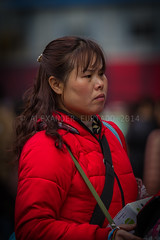 ADF_20140301_0447 (chiyowolf) Tags: chengdu sichuanprovince canoneos7d china streetscenes facesofchengdu peopleofchengdu downjacket portrait streetvendor candidphotography red depthoffield ef70200mmf28lisiiusm 中国 travelphotography 成都 四川
